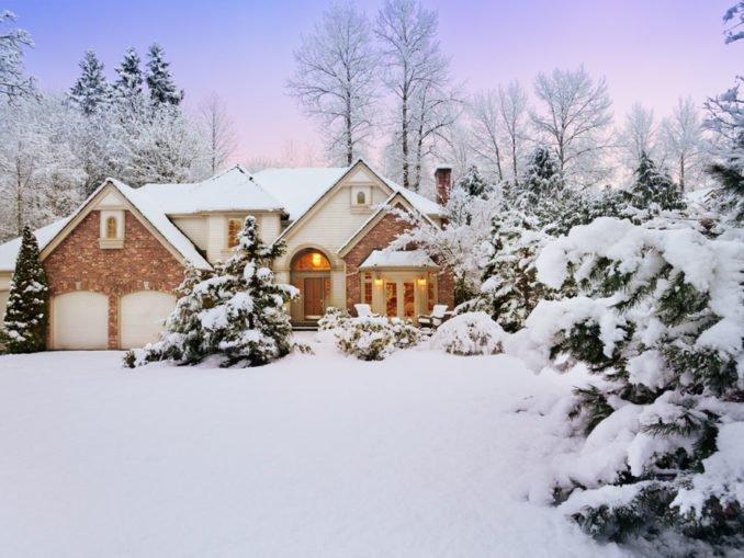 Outdoor-Spielzeug und Gartenmöbel fit für den Winter machen