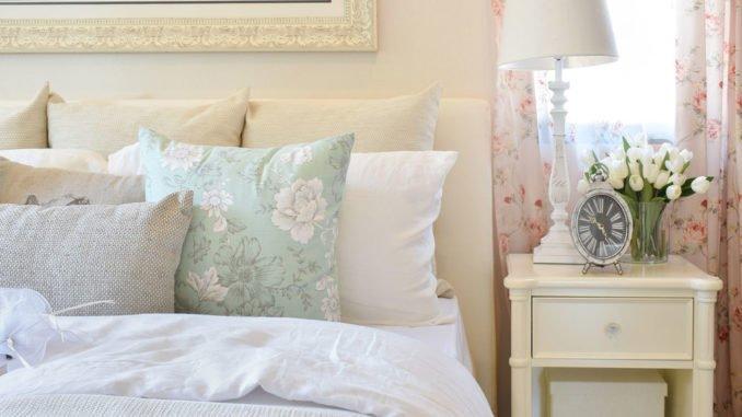 Blumige Gestaltung des Schlafzimmers