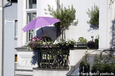 sichtschutz f r terrassen 5 stilvolle m glichkeiten mit. Black Bedroom Furniture Sets. Home Design Ideas