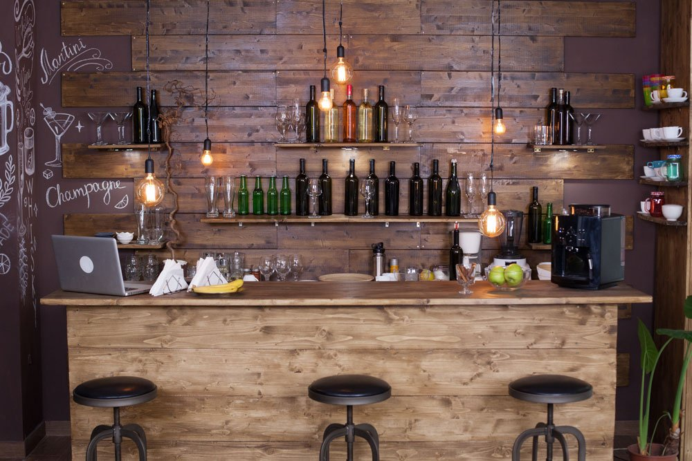 Bar mit Tresen im Gartenhaus